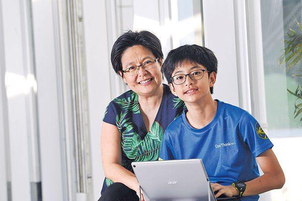 晴報︰港媽鼓勵兒子 學寫App探索世界 初中生創「長者走失警報器」程式